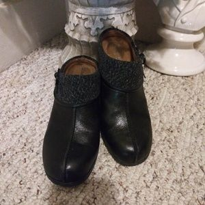 EUC Naturalizer Gollie Black Leather & Wool Clog
